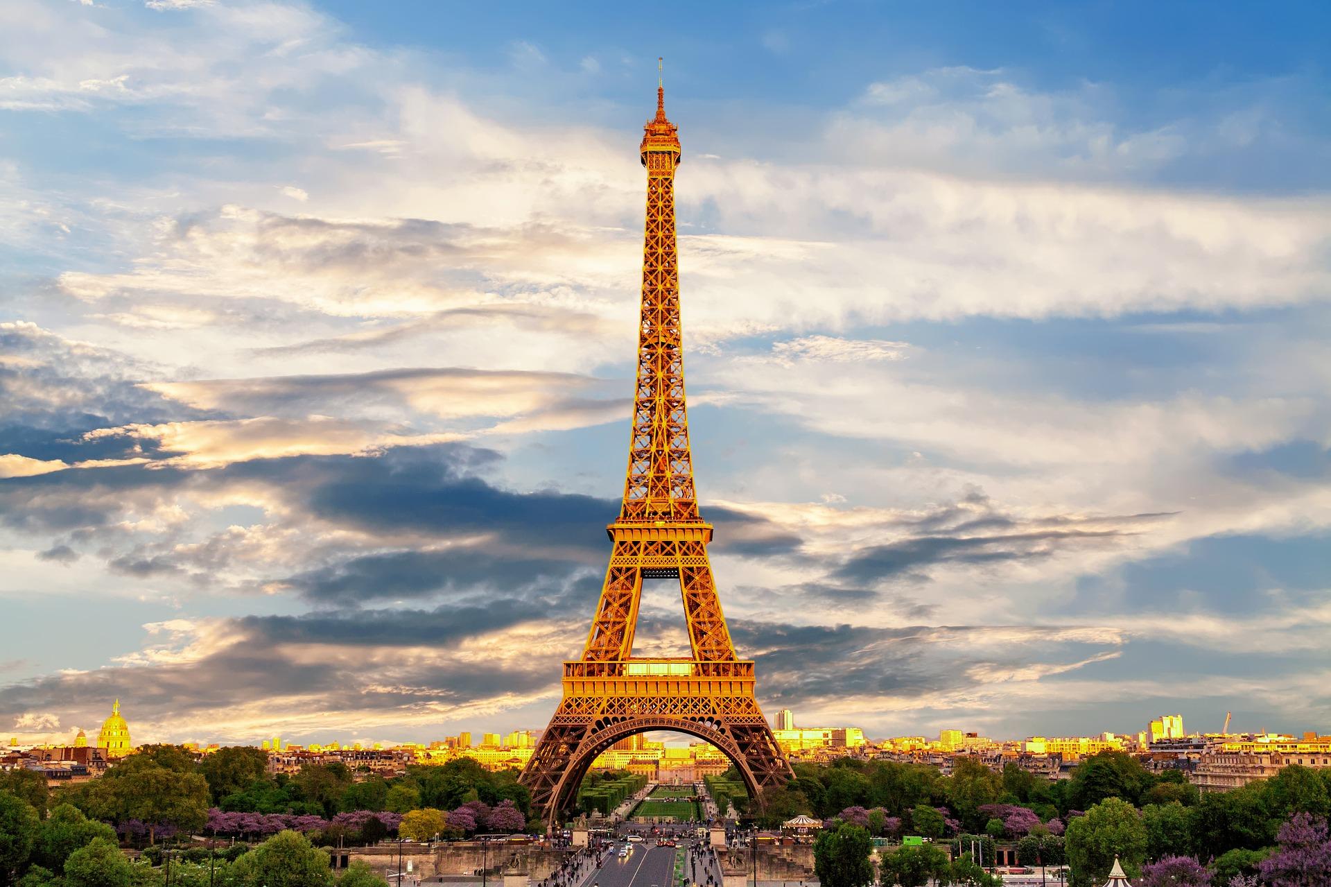 eiffel tower - معالم مشهورة حول العالم