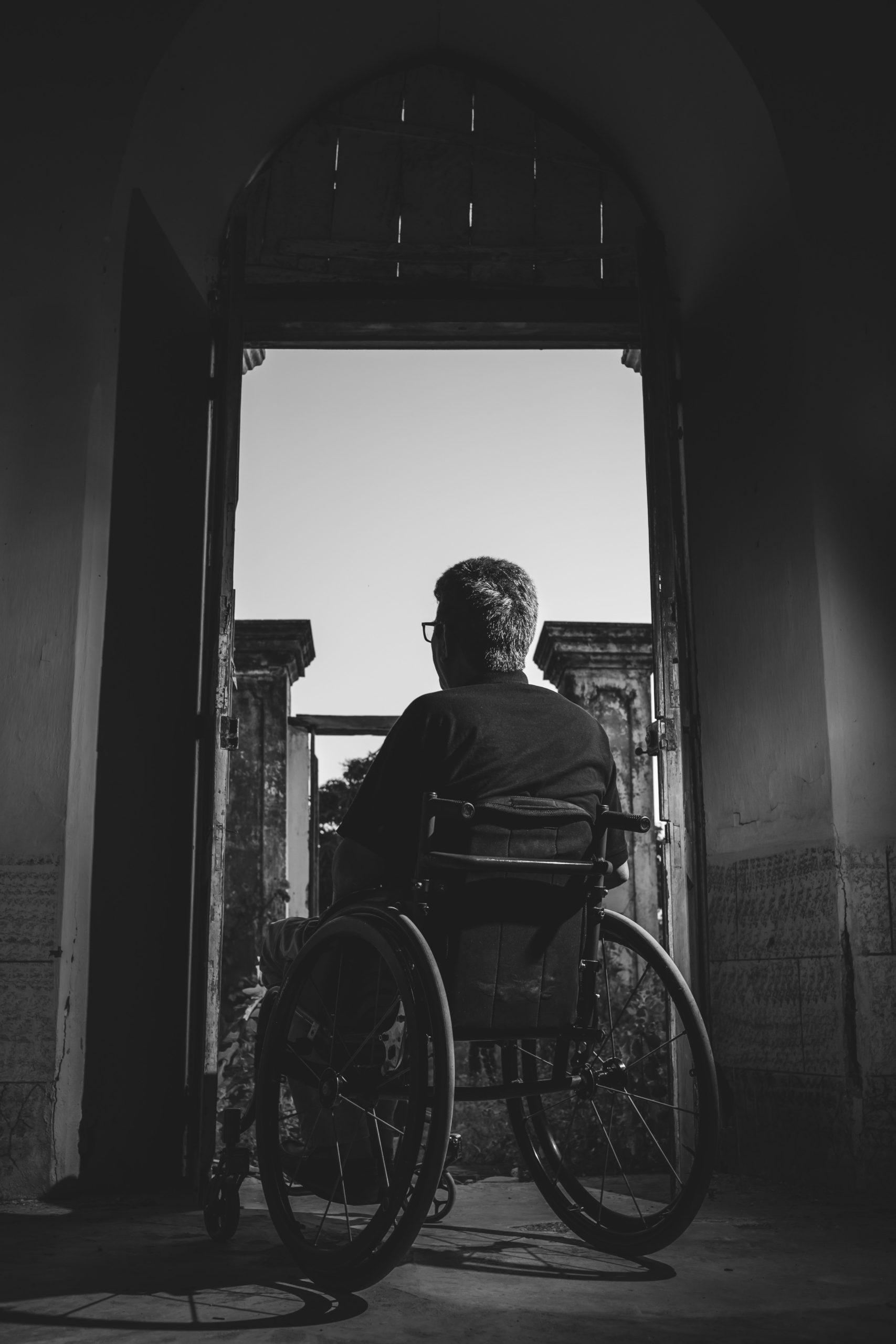 grayscale photography of man sitting on wheelchair 3044623 scaled - الأمراض و السفر: التعامل مع الحالات المرضية في السفر