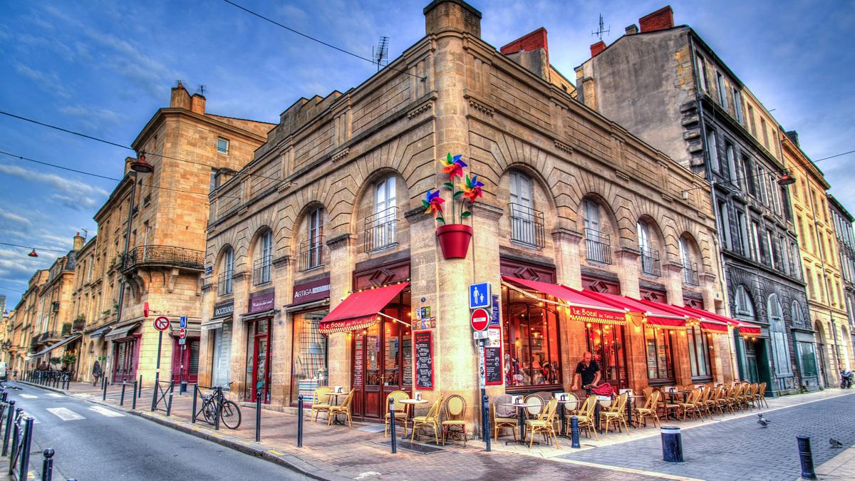مقهى-في-باريس